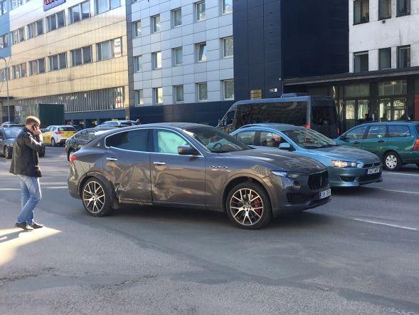 Luksusautode kokkupõrge
