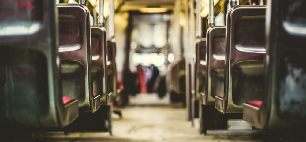 Põgenemine: Ja seal, põrandal maas, öösse kihutava rongi müras me suudlesime