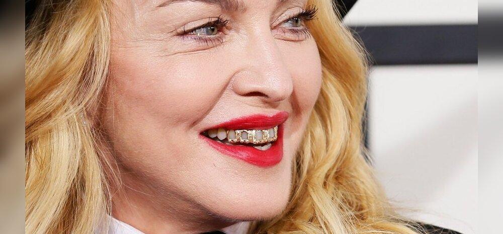 Madonna astub lavale koos Pussy Rioti vabastatud liikmetega