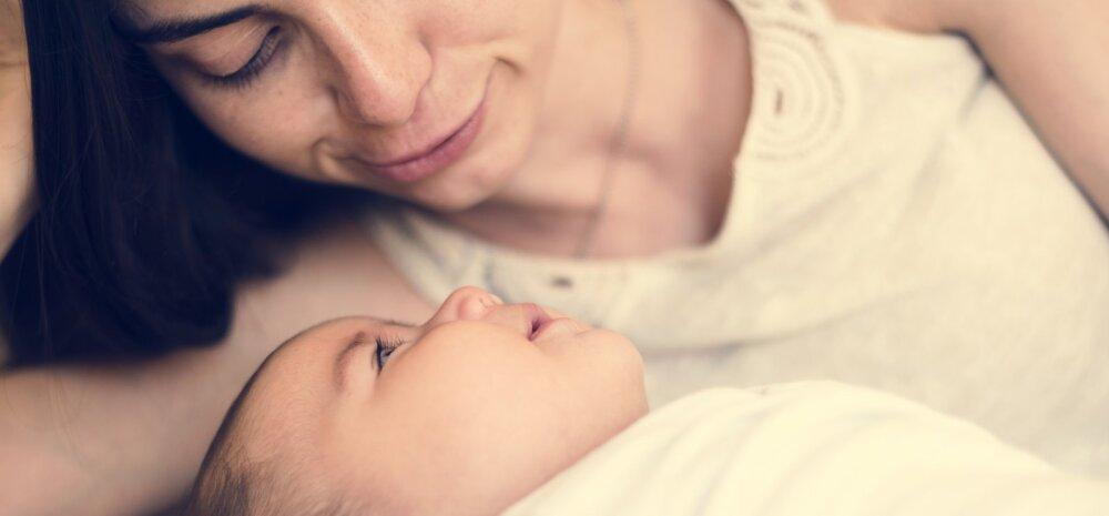Karm hoiatus: vastsündinut ei tohiks kunagi ema või isa rinnale magama jätta