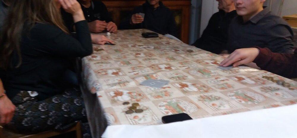 Vahetustudeng Itaalias: jõululaud tehti kiirelt puhtaks ja asuti raha peale kaarte taguma!