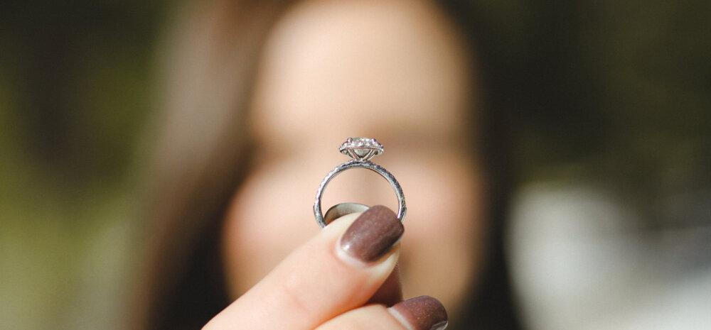 Mees on murelik: naine tegi mulle ise abieluettepaneku — aga kas sellest piisab?