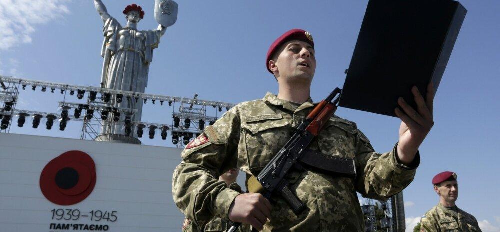 9 мая в Киеве: красный мак вместо георгиевской ленты