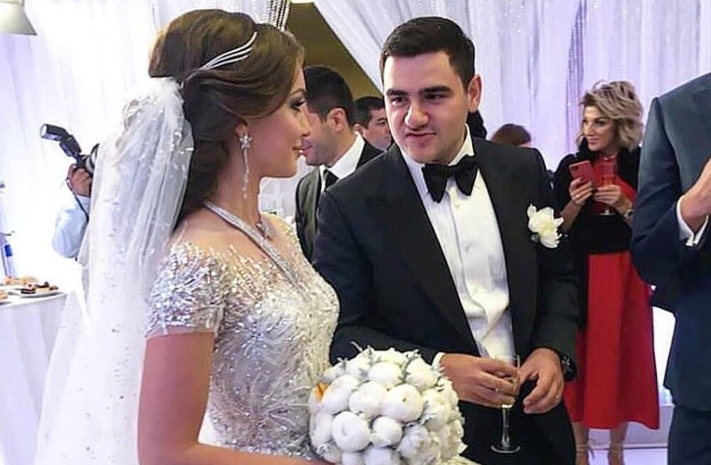 Видео под юбкой на свадьбе