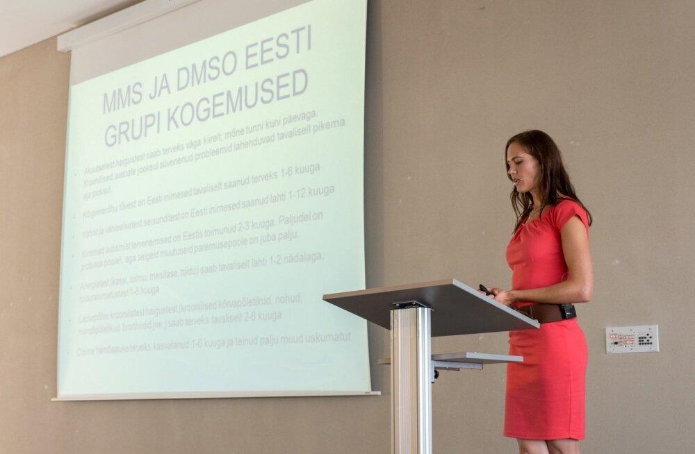 """Grupi üks eestvedajaid Merili Kukuškin esineb  konverentsil """"Uue ühiskonna loomine"""""""