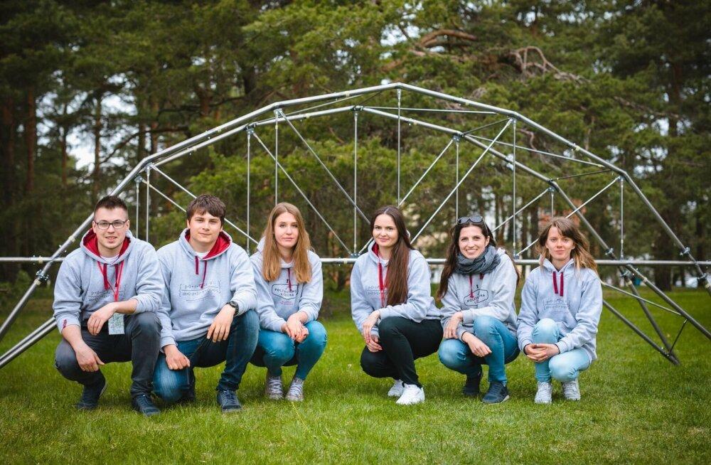 GALERII: Tehnikaülikoolis käib rahvusvaheline võistlus - kes ehitab parima viiemeetrise terassilla?