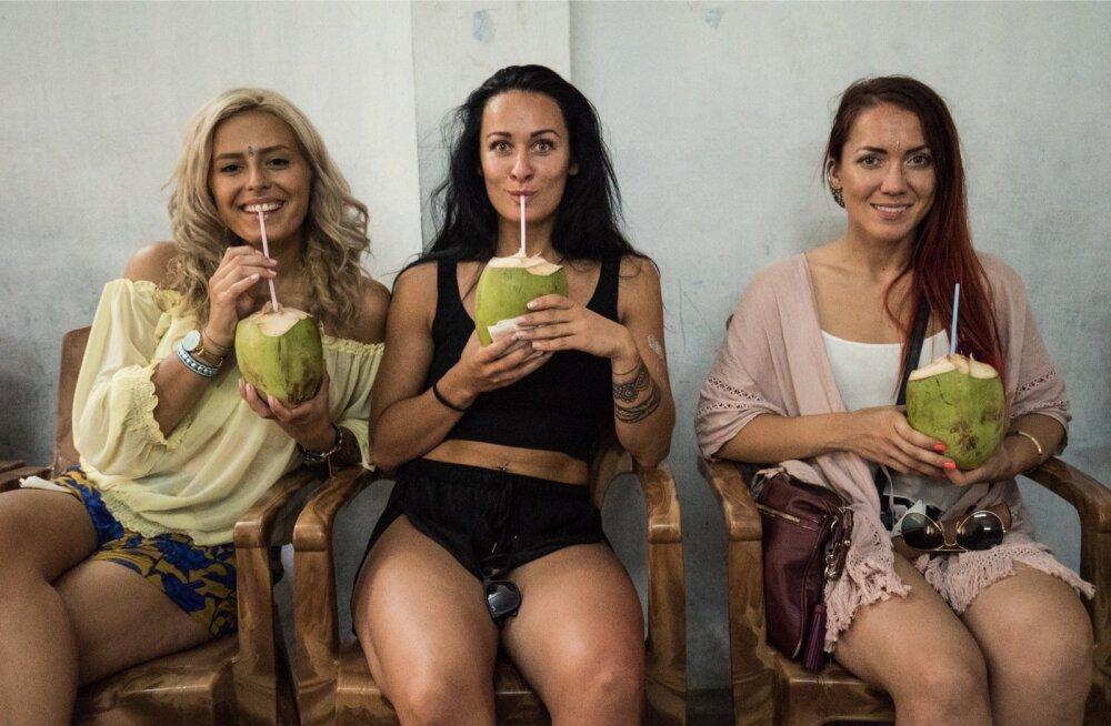 """Tõsielusarjas """"India"""" osaleb kolm neidu: Hanna Martinson, Marlen Heldemeel ja Eva Vaino."""