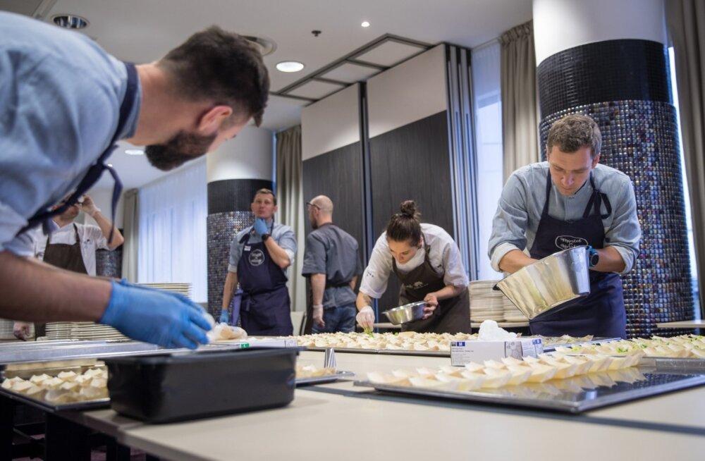 Toidupanga heategevusliku õhtusöögi heaks tegid tööd mitme tipprestorani kokad ja personal, kümned ettevõtted ja sadakond vabatahtlikku.