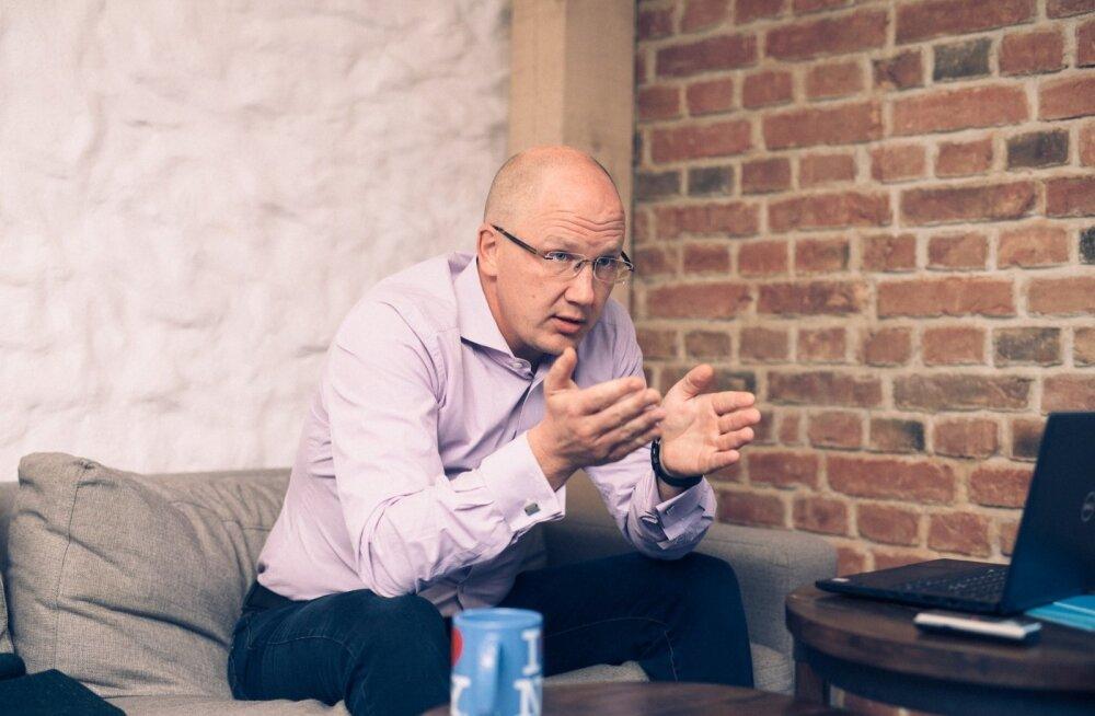 Eesti 200 varivalitsuse peaminister Priit Alamäe ütleb, et praeguses riigikorralduses on palju ebaefektiivset, ent selleks, et inimesed muutustega kaasa tuleksid, tuleb neile pakkuda paremaid teenuseid.