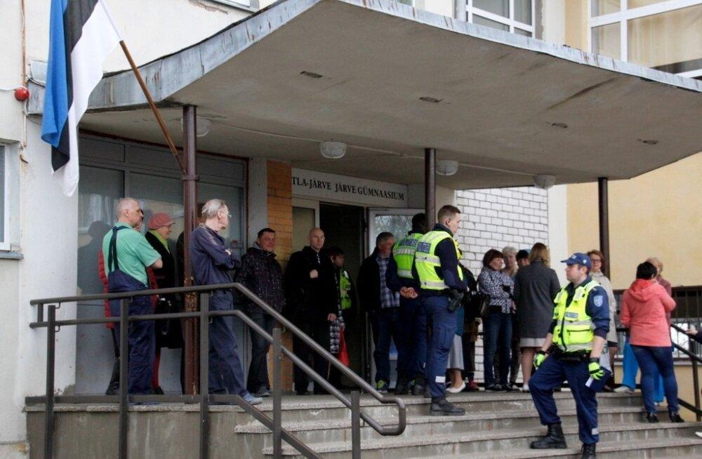 Koolimajast evakueeriti seal levinud imeliku lõhna tõttu inimesed
