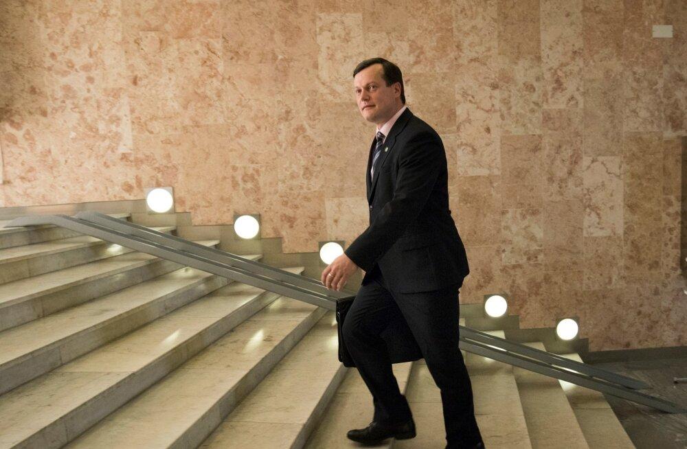 Nüüd juba Riias suursaadikuna Eestit esindav Arti Hilpus ütleb, et Vene maa peab uuenema, rakendama majanduses uusi tehnoloogiaid, kõige nüüdisaegsemaid lahendusi. Selline moderniseerimine ei saa aga juhtuda koostööta kõige edumeels emate Lääne ettevõtete