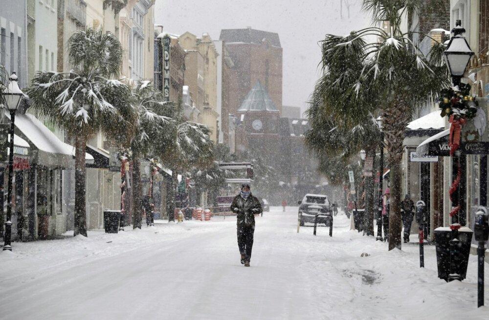 FOTOD ja VIDEOD | USA-d ründas lumetorm: seni 12 hukkunut, Florida sai esimese lume 29 aasta jooksul