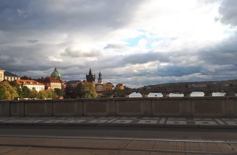 SUUR AUTASU: Kui teekonna lõpus on kaunis Praha, ununeb 60 tundi piina liinibussis ruttu (all).