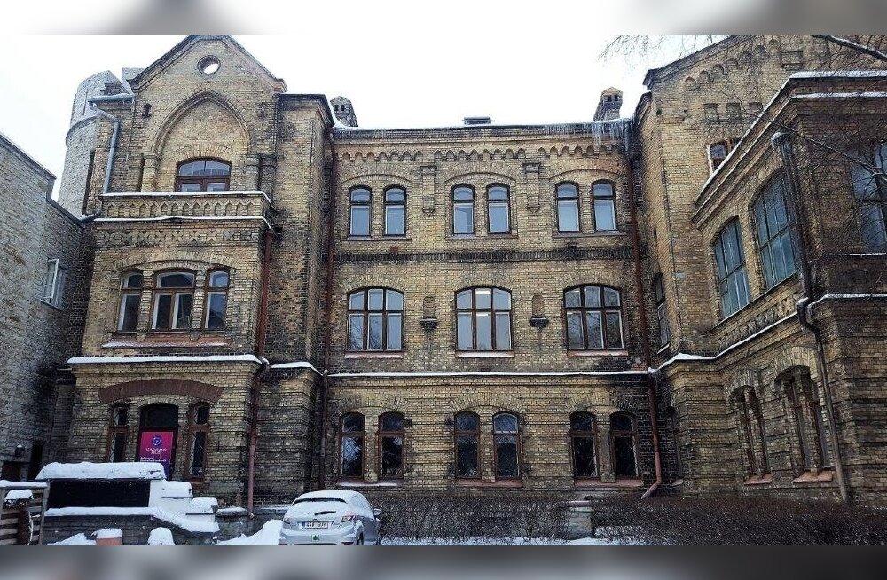 """Linn annab """"Okasroosikese lossi"""" Vanalinna Hariduskolleegiumile"""