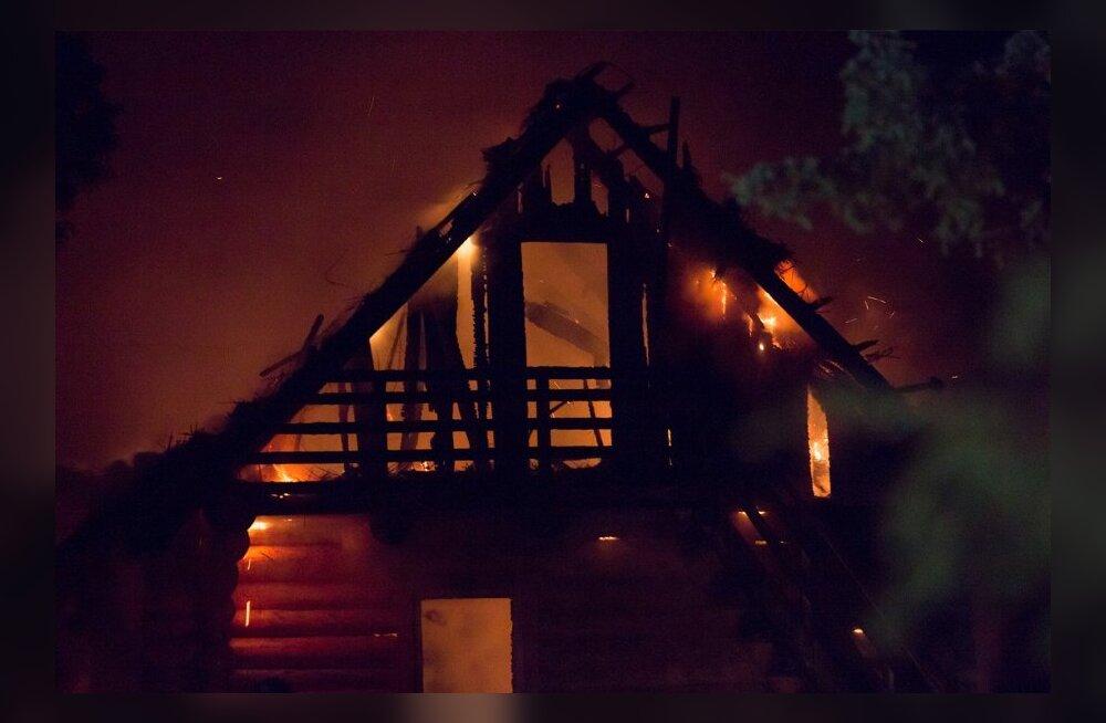 Lahetaguse külas põles uusaasta öösel turismitalule kuuluv hoona maani maha