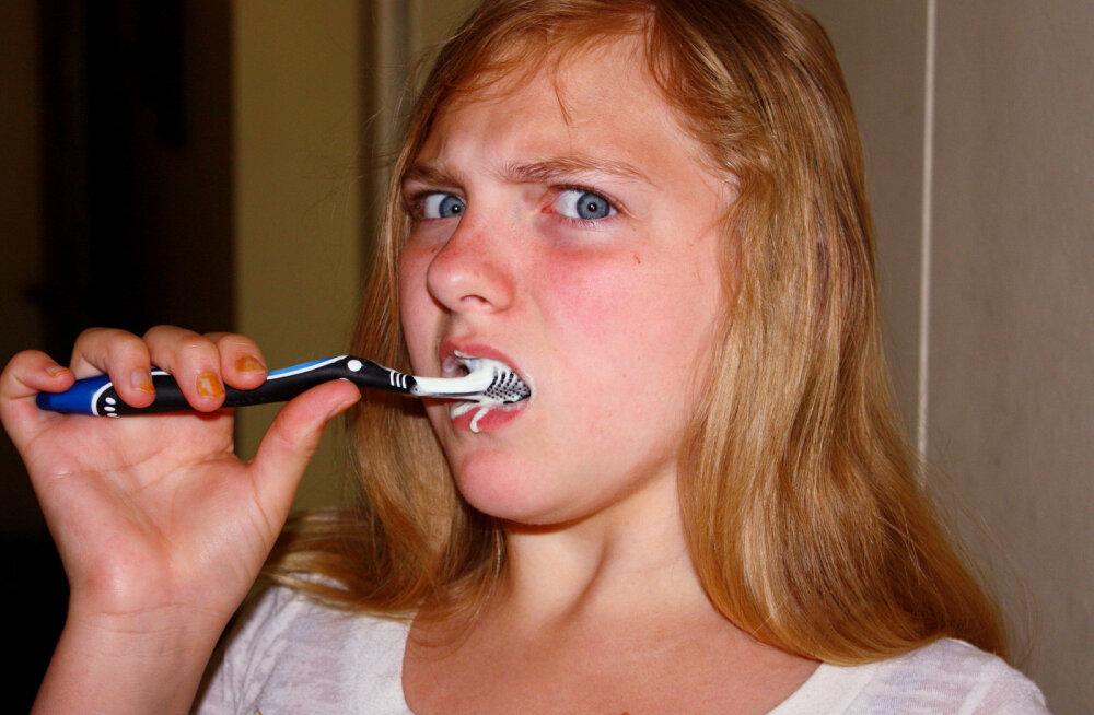 Kumb on parem: tavaline või elektriline hambahari?