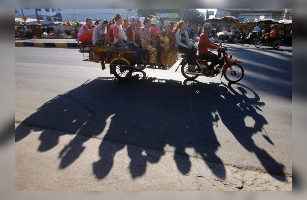 <em>Made in Cambodia:</em> H&M-i teksasid õmbleva töölise argipäev