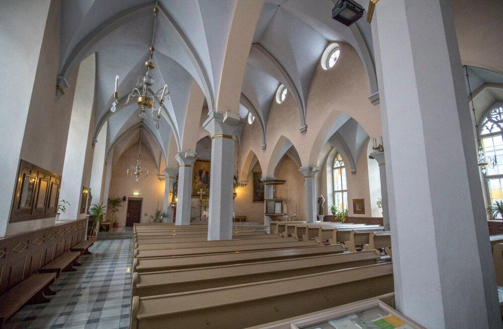 Pealtnäha ei riiva pildil miski silma, kuid linn on otsustanud katedraali seinte, lagede ja sammaste krohviparandus- ja värvimistöödesse panustada ligi 80 000 eurot.