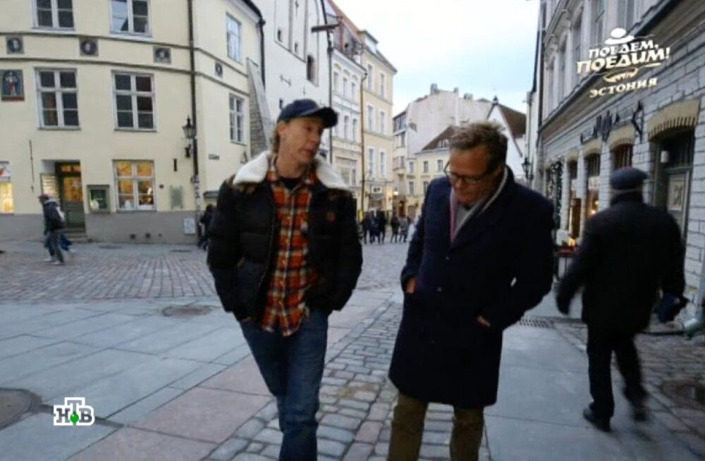 VIDEO | Vene telekanali britist saatejuht möllas Tallinnas, sai tuttavaks retrostaariga ja lõikas Koržetsiga kala