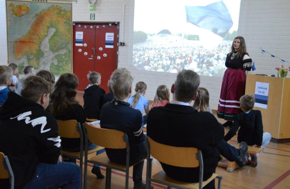 FOTOD   Väike Ahvenamaa kool tähistas Eesti iseseisvuspäeva