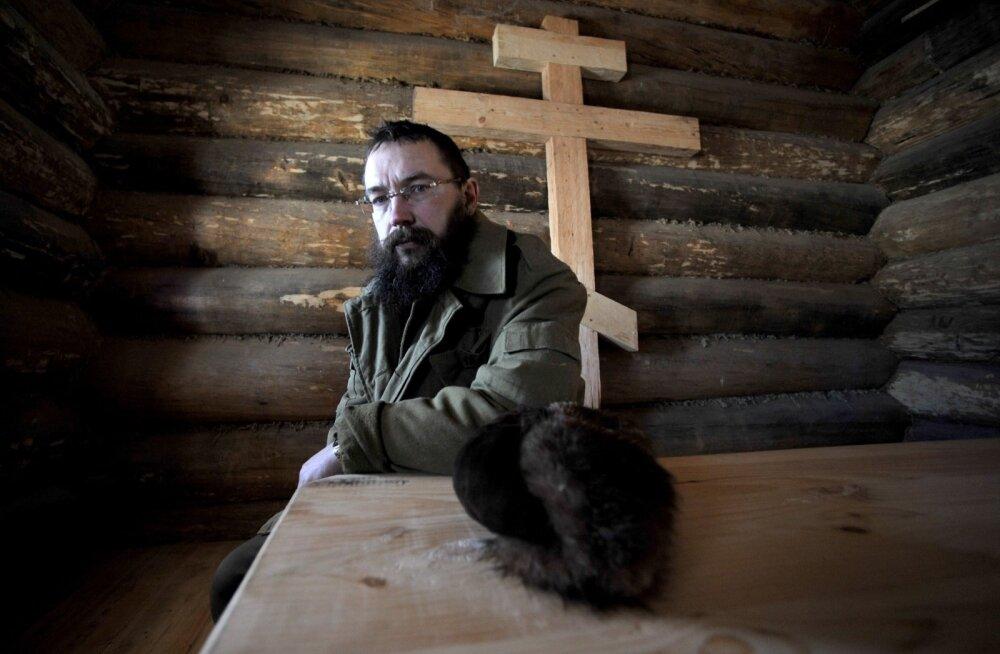 Rustikaalset elustiili hindav vene multimiljonär German Sterligov poseerib oma Moskva-lähedases maakodus. Pealinnas kästi tal oma poodidest homofoobsed sildid maha võtta.
