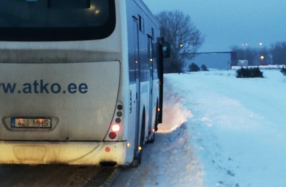 Lugejakiri   Kuidas see küll võimalik on? Ka täna saadeti lapsi vedama katkine koolibuss!