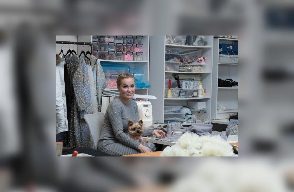 Maria Tammeorg ehk moekunstnik Mammu oma ateljees