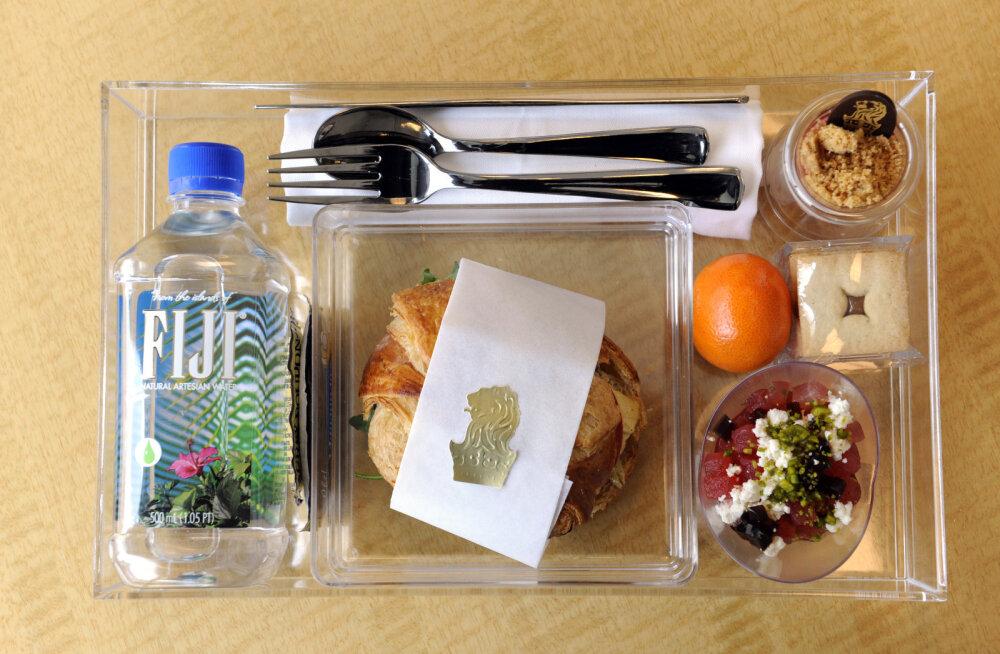 Austraalia lennufirmad annetavad kasutamata jäänud toiduportsjonid kodututele