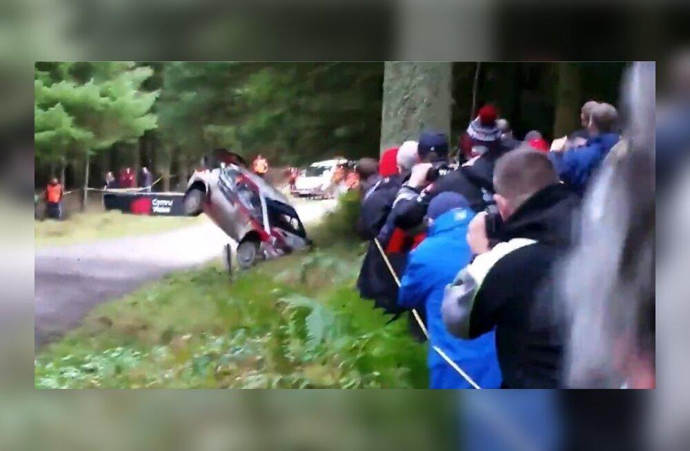ВИДЕО: Тянак попал в аварию во время тестового заезда, но продолжил движение