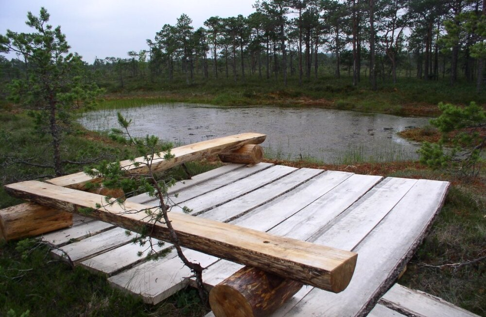 Озеро в форме сердца в память о спасшихся от чумы влюбленных