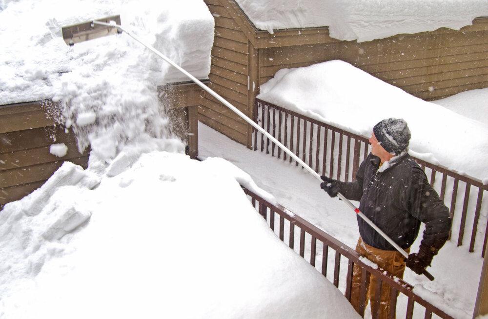 Katusele ei tasu ronida, seal kus võimalik, aitab hädast välja lumereha