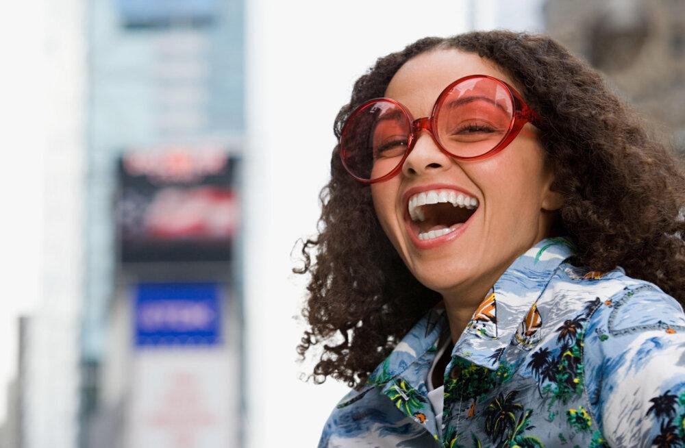 Снимайте розовые очки: 12 ошибок умных женщин в отношениях