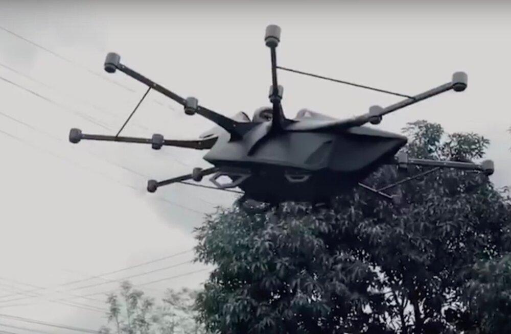 VIDEO | Geniaalne viis liiklusummikute vältimiseks! Mees leiutas lendava droon-sõiduki
