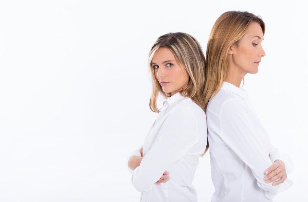 Ранний секс: как не испортить отношения с дочерью
