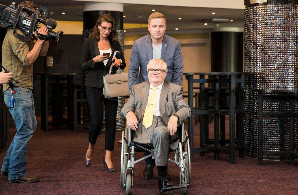 ELU RATASTEL: Edgar Savisaar, tema abiline Andres-Marius Rosenblatt ja Olga Ivanova augustis 2017, kui kaks viimast polnud veel pildilt kukkunud.