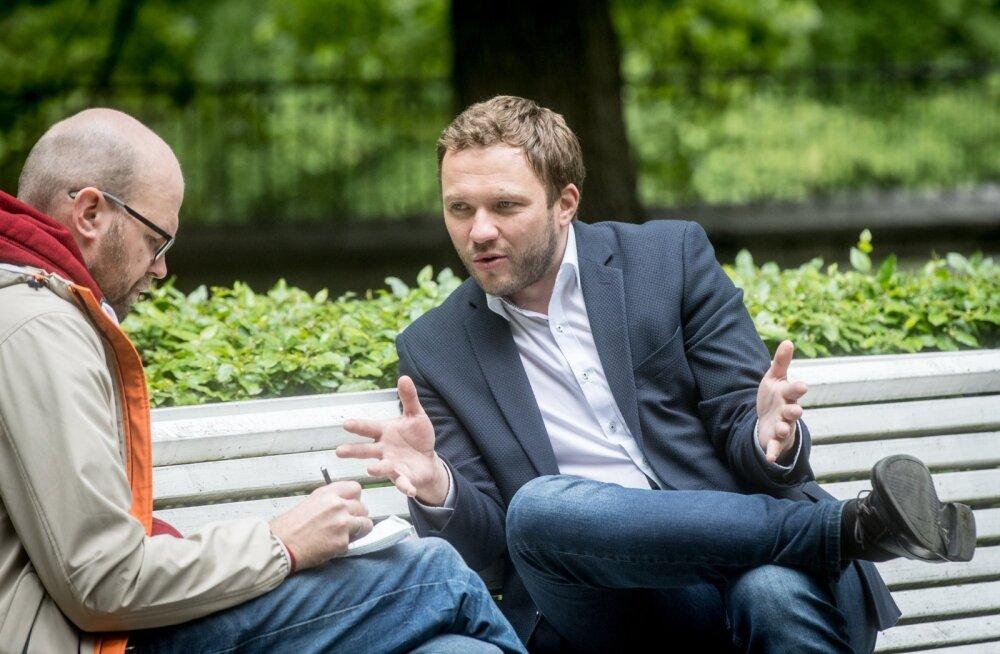 Margus Tsahkna (paremal) rääkis Lauri Tanklerile, et Eesti eesistumise ajal saab selgeks, kas langetatakse lahingugruppide ühisrahastuse otsus.