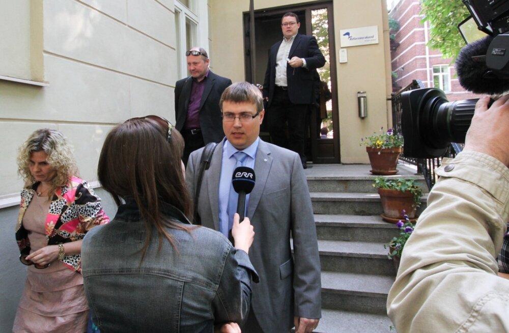 Sel fotol on Andrus Umboja veel Reformierakonna aukohtu esimees.