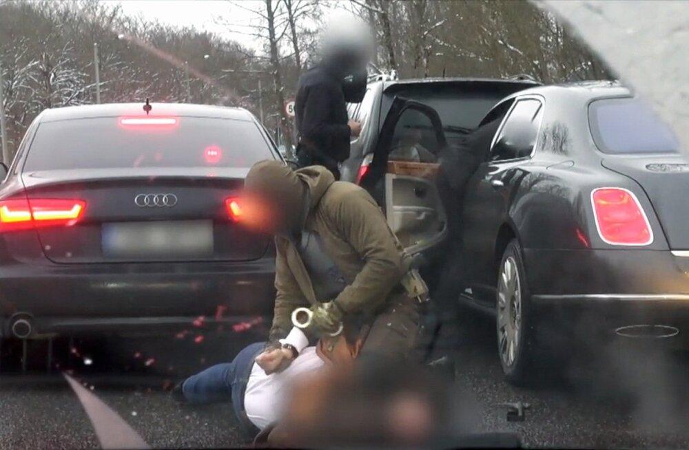 Kaader videost, kus keskkriminaalpolitsei peab kinni Pavel Gammeri.