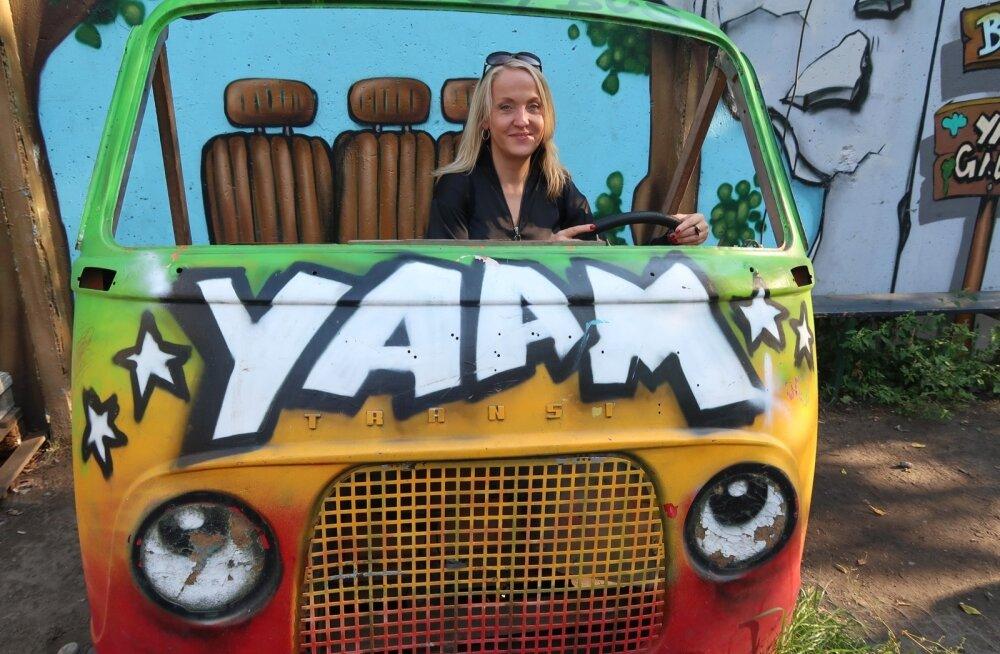 Spree jõe kaldal asuv Aafrika inimeste ürituspaik YAAM koos liivaranna ja reggae-muusikaga on koht, mida peab Berliinis nägema.