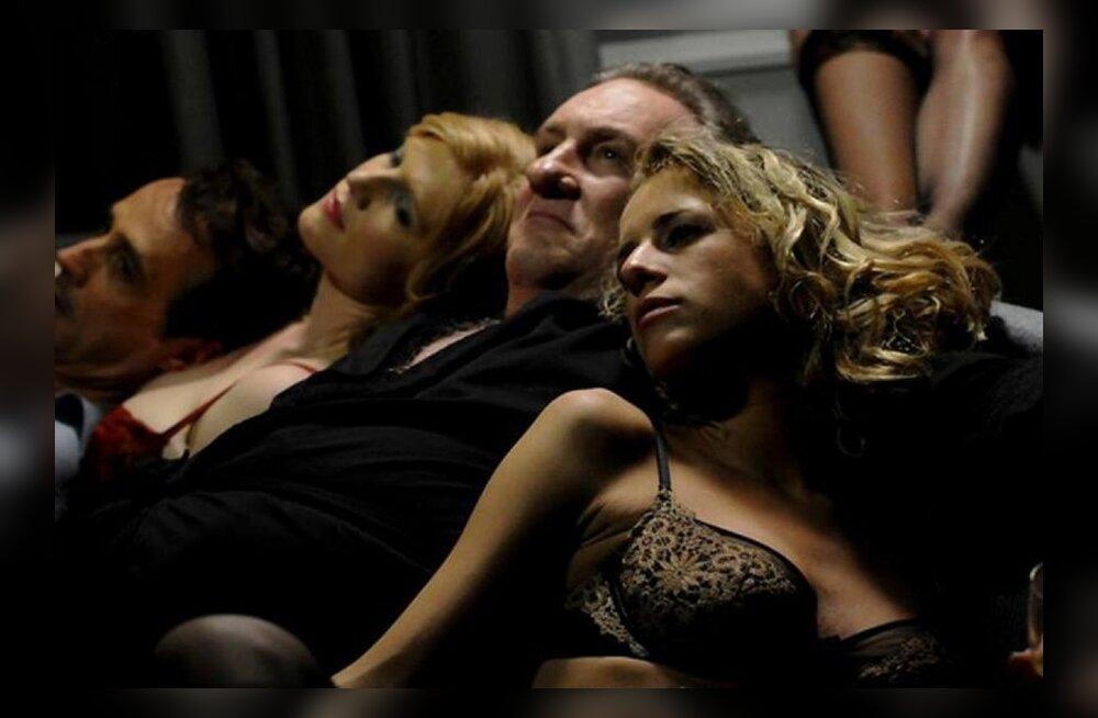Показывают ли в кинотеатрах порно