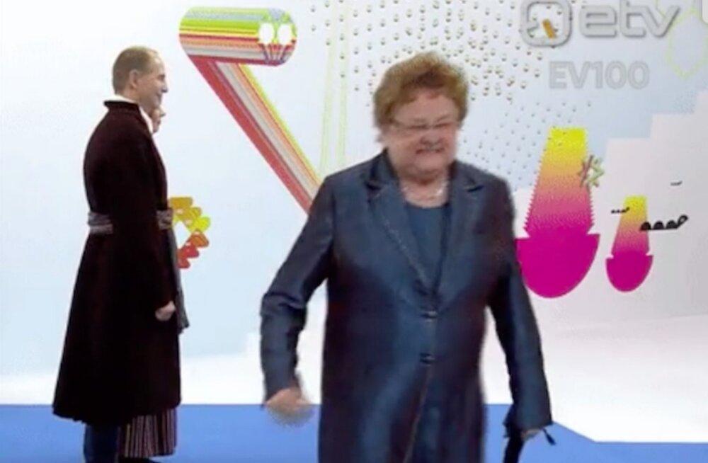 ВИДЕО: Больно! Супруг президента слишком сдавил ладонь Эне Эргма