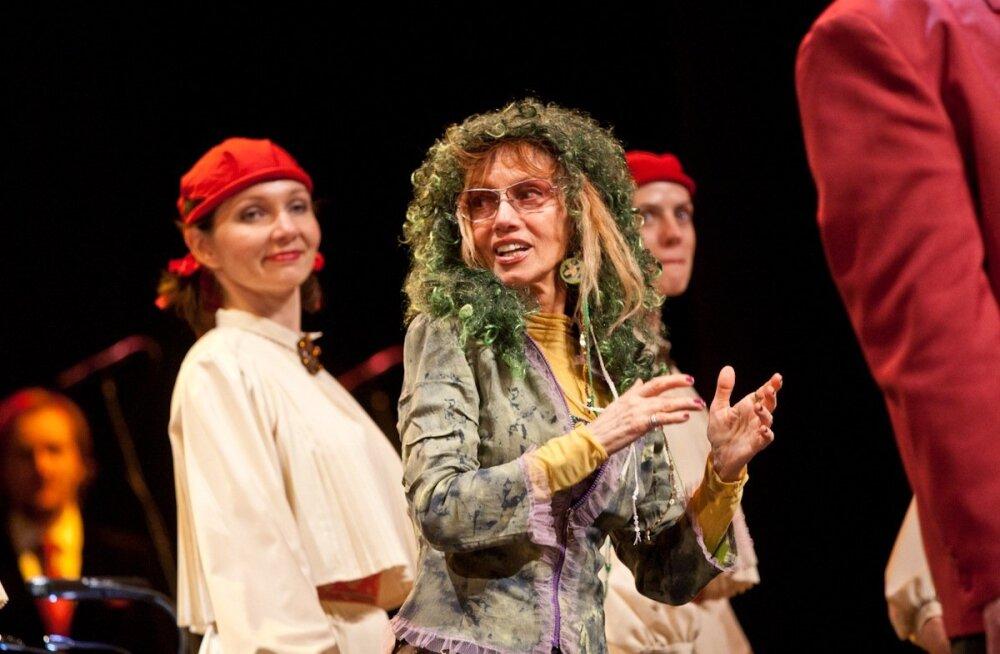 Marju Kuut ansambel Laine 50. juubelil (2010)