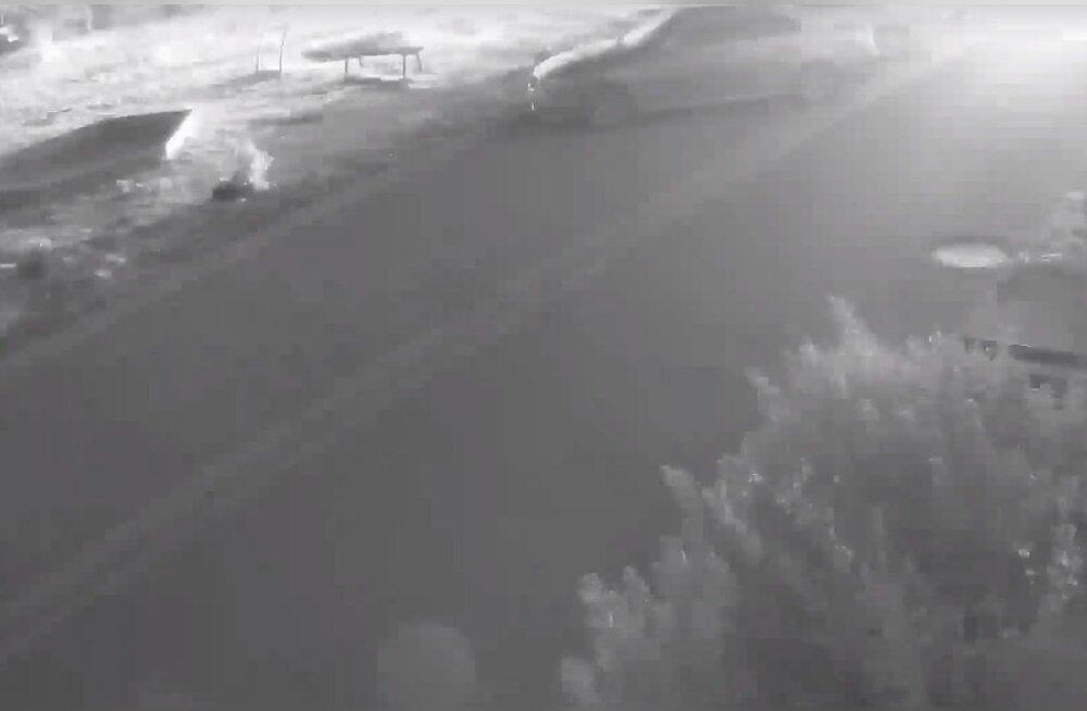 ВИДЕО: Полиция опровергает слухи об участившихся поджогах машин в Нарве