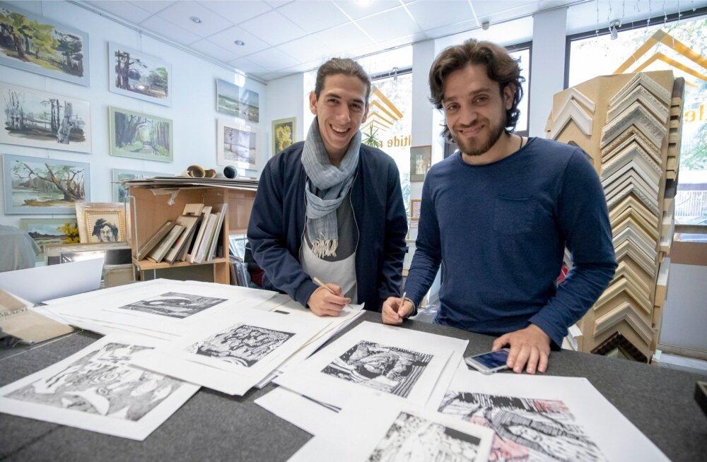 Süüria päritolu kunstnike Bakri Wazzani (vasakul) ja Fadi Abboudi pildid kajastavad nende mälestusi teekonnast Rootsi.