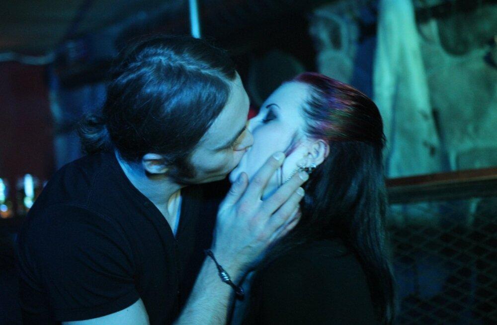 Millal inimesel tekkis komme suudelda?