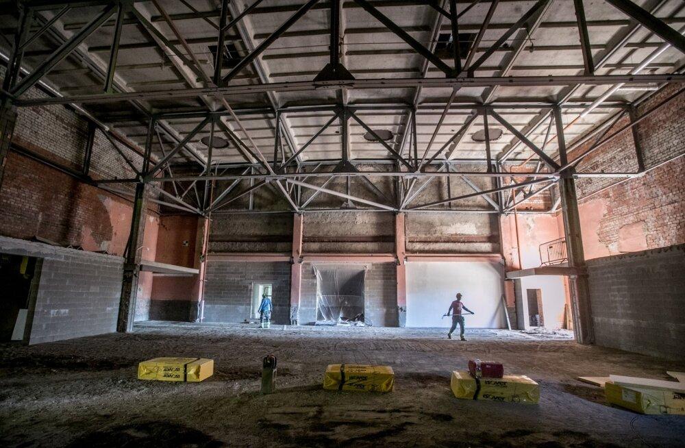 Tehases oligi millegipärast varem suur teatrisaal, kus tehasetöötajatele on käinud esinemas näiteks Vene poplaulja Alla Pugatšova. Siia tuleb black-box-tüüpi peasaal, mis tähendab, et seda peab saama kiiresti järgmise lavastuse või kontserdi jaoks ümber m
