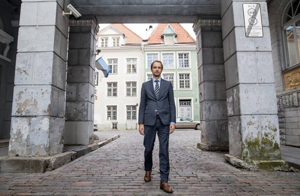 Siseministeeriumi kantsler Lauri Lugna ütleb, et väliskeskkond on Eesti jaoks niivõrd agressiivne, et ministeeriumi haldusalas ei saa töötajate vähenemist lubada.