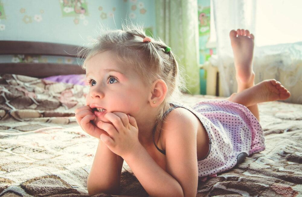 Emad ei pea nädalavahetusel üksi elamist küürima — vaata, kuidas lapsed kodukoristusse kaasata!