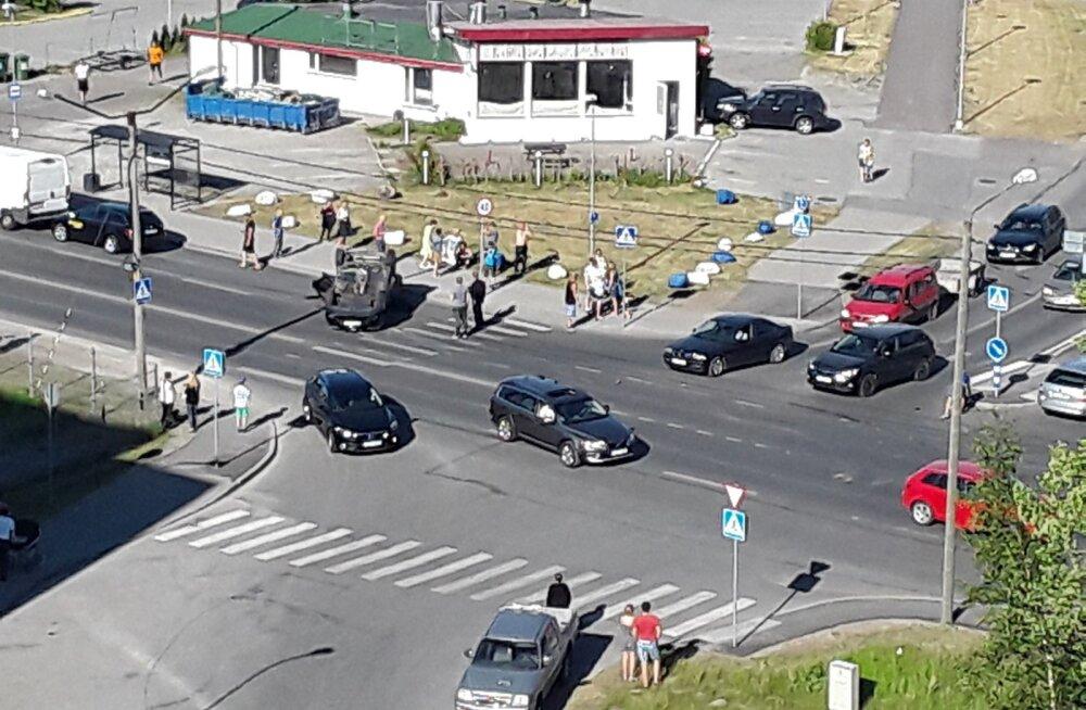 Avarii Kadaka puiestee ja Mäepealse tänava ristmikul