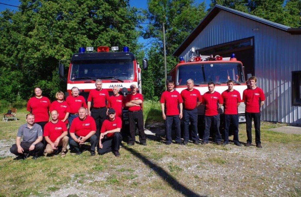 ФОТО: Прослужившую спасателям 44 года пожарную машину отправили в заслуженный отпуск